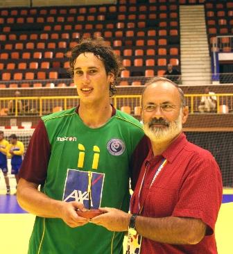 Campeonato Europeu Sub20 Masculino Roménia 2008 - República Checa : Portugal - João Antunes recebe prémio de Melhor Jogador