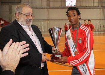 Henrique Silva entrega taça campeão nacional juvenis ao SL Benfica