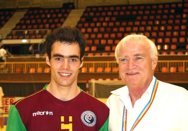 Campeonato Europeu Sub20 Masculino Roménia 2008 - Portugal : República Checa - Fábio Antunes recebe prémio de Melhor Jogador