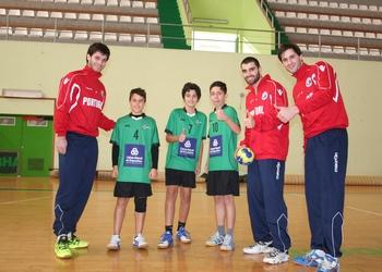 Fábio Magalhães, Nuno Grilo e Jorge Silva com infantis do Ginásio
