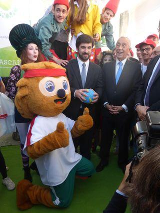 Presidente da República, Marcelo Rebelo de Sousa, o Ministro da Educação, Tiago Brandão Rodrigues e a mascote do Andebol, Manitas na Futurália 2017