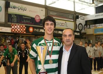 Manuel Moreira entrega prémio capitão do Sporting