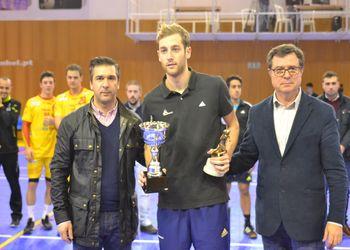 Augusto Silva e Rui Ventura entregam troféu à França, vencedora do Torneio 4 Nações