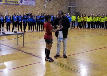 Fernando Figueiredo entrega prémio à Selecção Nacional Juniores B Femininas