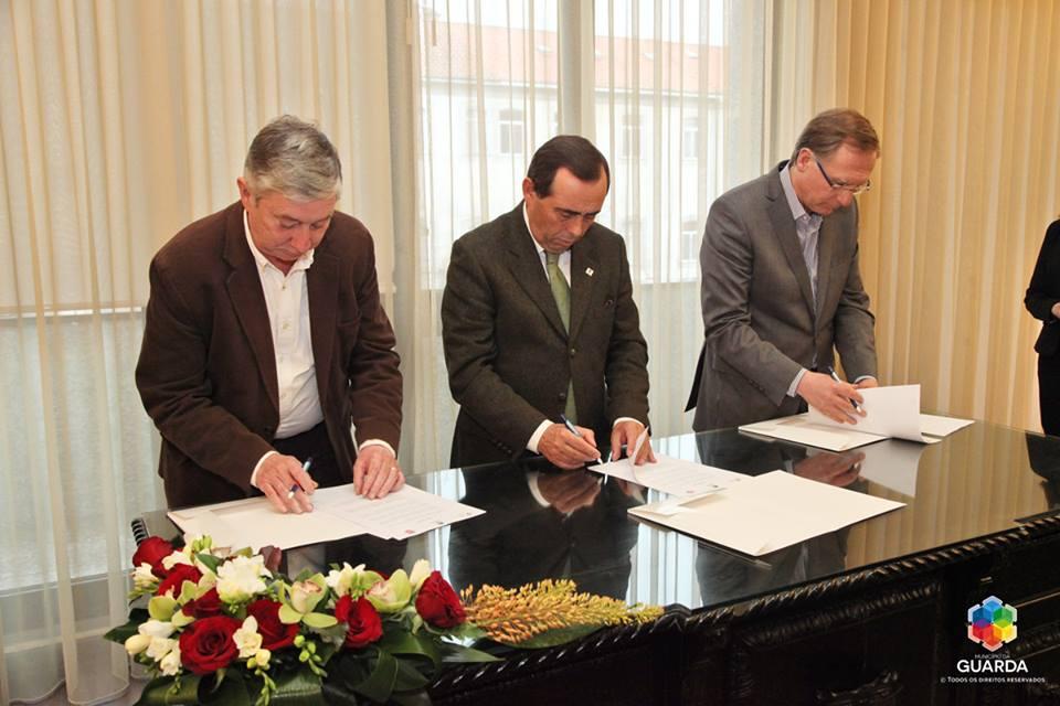 Assinatura do protocolo de desenvolvimento do andebol no Concelho da Guarda