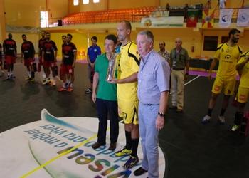 Luís Bogas (ABC) recebe trofeu entregue por presidente da FAP e Guilherme Almeida, vereador CM Viseu