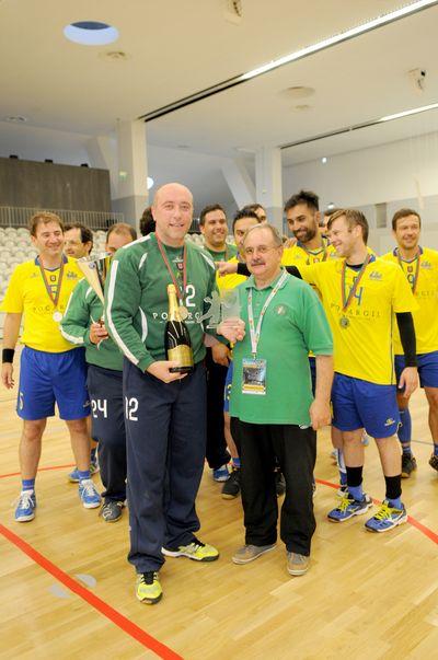 Entrega da taça ao CD Xico Andebol/Clássicos Guimarães - campeões nacionais veteranos masculinos