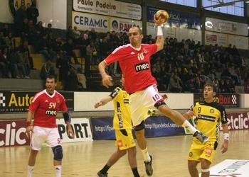 Cláudio Pedroso (SLBenfica) remata para o golo frente ao ABC