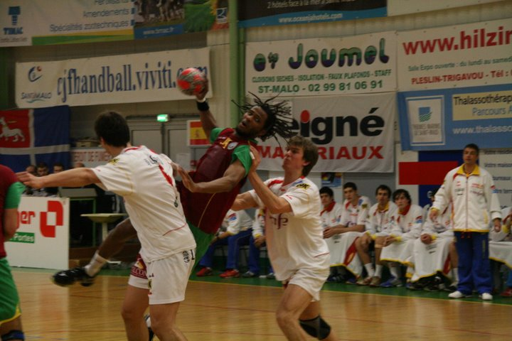 Portugal : Espanha - Torneio 4 Nações - Wilson Davyes recebeu prémio de Melhor Jogador