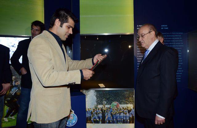 FC Porto Vitalis recebe troféu de hexacampeão nacional