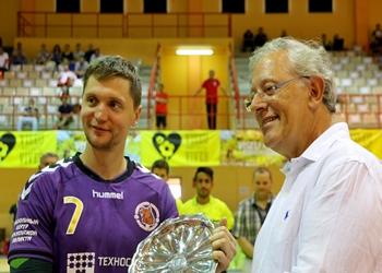 Almeida Henriques entrega prémio 3.º classificado a capitão Medvedi