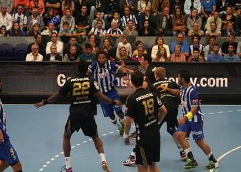 FC Porto-THW Kiel - Gilberto Duarte no ataque 1