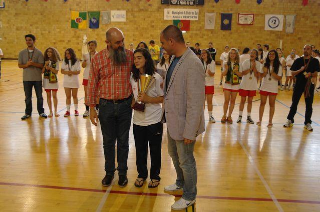 Vereador da Cultura e do Desporto da CM SP Sul o Prof. Rogerio Duarte e o Vice-presidente da FAP o Major António Galambas entregam Taça ao Valongo do Vouga