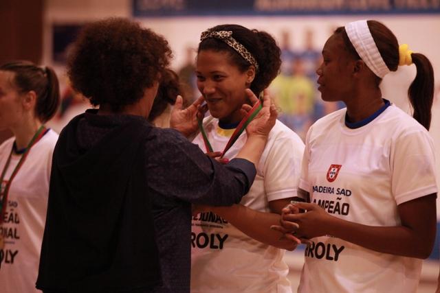 Paula Espírito Santo entrega Medalhas à equipa Campeã Nacional 2015/ 2016 - Madeira Sad - foto: WUP Sports