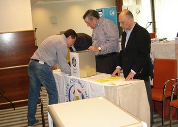 Presidente da AA Braga a exercer o direito de voto
