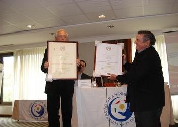 Luís Santos entrega Prémio European Olimpic Laurel Award