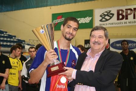 Rui Coelho entrega Taça de Campeão Nacional ao CF Belenenses