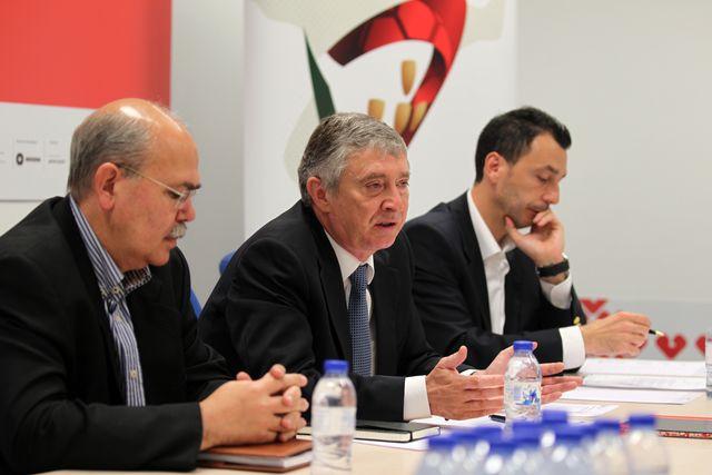 Carlos Cruz, Ulisses Pereira e Miguel Fernandes - Tomada de Posse do Conselho Consultivo - Guimarães, 16.06.2012 - foto FAP/ José Lorvão