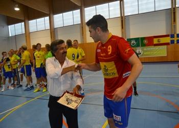 Scandibérico 2014 -Presidente Câmsara de Mêda entrega lembrança à Espanha