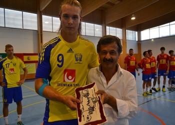 Scandibérico 2014 -Presidente Câmsara de Mêda entrega lembrança à Suécia