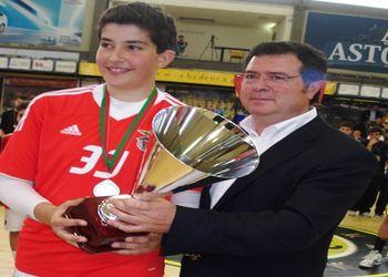SL Benfica - Campeão Nacional Iniciados Masculinos 2012-13 - Augusto Silva entregou a taça
