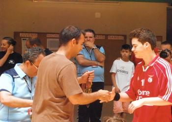 Ricardo Andorinho entrega medalhas ao AL Benfica - 2.º classif. nac. juvenis (M) 2.ª divisão - 2013-14