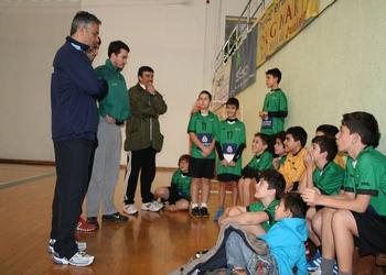 Rolando Freitas à conversa com os Infantis do Ginásio Sul