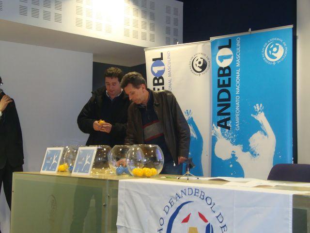 Sorteio Fase Final Andebol 1 2012-13 - Pedro Domingos (Delta Belenenses) e Francisco Barroca (CDE Camões)