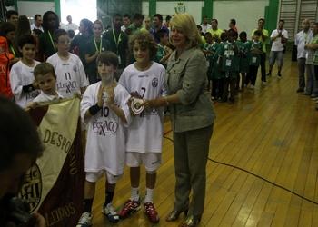 Pres.Câmara Setúbal entrega troféu vencedor Encontro Nacional Minis Masculinos - 2012