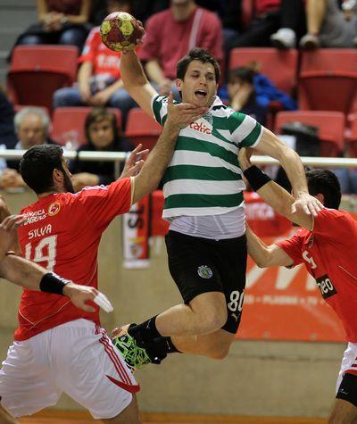 Fábio Magalhães - SL Benfica : Sporting CP - Andebol 1 2011/12 - foto de José Lorvão