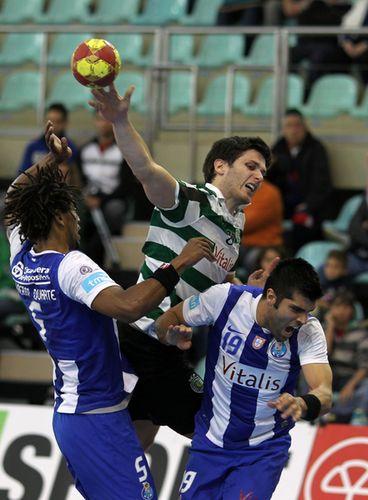 Fábio Magalhães - Sporting CP : FC Porto Vitalis - Andebol 1 2011/12 - foto de José Lorvão