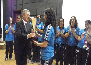 Ulisses Pereira entregou taça de campeão ao Madeira SAD