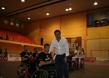 ACR - Torneio Feira de São Mateus - Augusto Silva entrega troféu segundo classificado