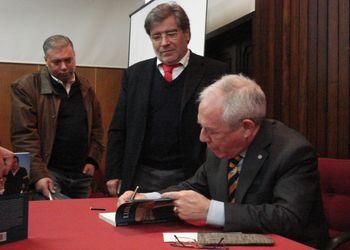 """Lançamento do livro """"Luís Santos - A Vida num Jogo"""" no Padrão dos DescobrimentosLançamento do livro """"Luís Santos - A Vida num Jogo"""" no Porto"""