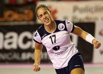 Soraia Lopes - Portugal : Azerbaijão - qualificação Mundial Sérvia 2013 - foto de José Lorvão