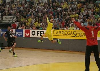 Fábio Vidrago ataca no jogo ABC-Handball Odorhei