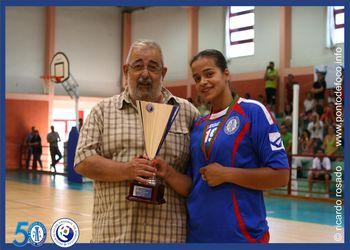 Henrique Silva na entrega da Taça ao NAAL Passos Manuel - campeão nacional 2ª Divisão feminina 2013-14