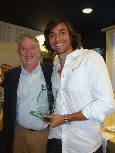 Ulisses Pereira, Presidente FAP entrega prémio de Melhor Jogador a Pedro Solha - Melhor Jogador Andebol 1 2012/ 13