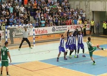 Fábio Magalhães no livre que ditou o empate no FCP-SCP