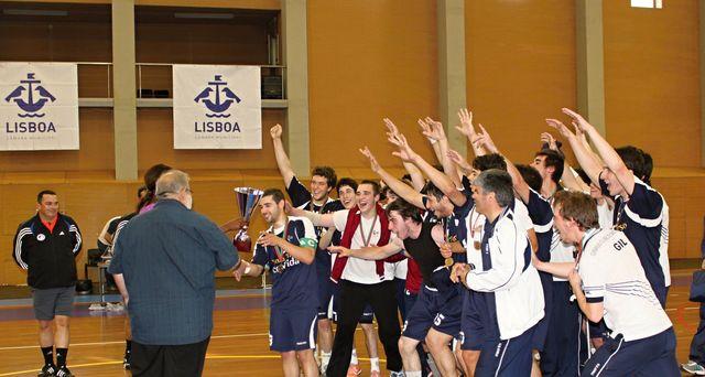 GC Santo Tirso - Campeão Nacional Juniores Masculinos 2ª Divisão - Juliana Sousa entrega a Taça