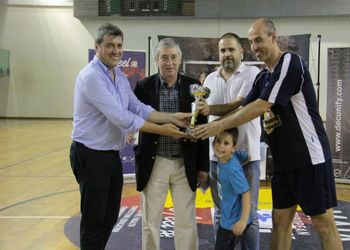 I Torneio Internacional Masters - Ulisses Pereira entrega taça à equipa vencedora, Porto Vintage