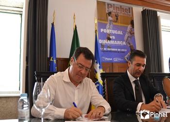 Assinatura do protocolo em Pinhel - Augusto Silva e Rui Ventura