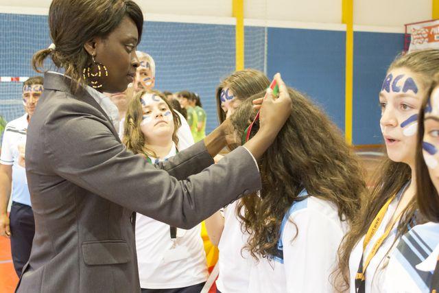Juliana Sousa entrega as medalhas às campeãs nacionais, ARC Alpendorada - foto: Tiago Madeira/ MX Agency