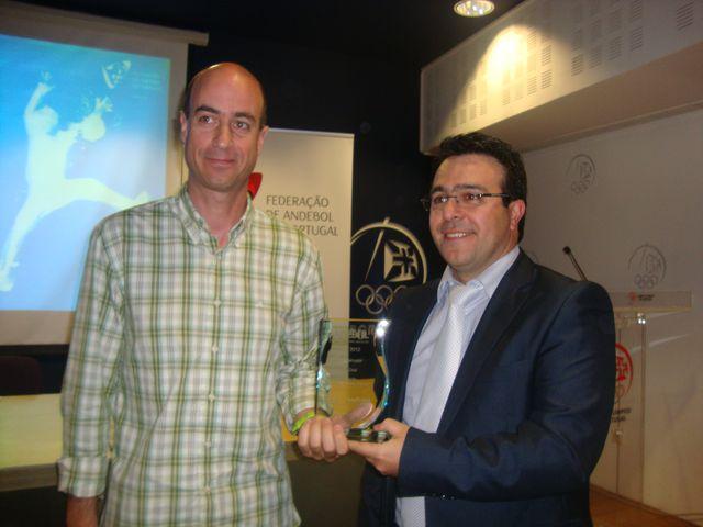 Mário Carvalho recebe o prémio em representação do Melhor Marcador 2011/12, Pedro Cruz - prémio entregue por Hugo Maganinho, da Andystat