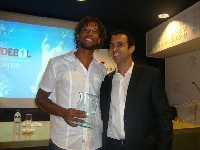 Gilberto Duarte - Melhor Jogador 2011/12 - prémio entregue por Ricardo Andorinho, vice-presidente da FAP
