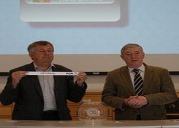 Michael Wiederer, Secretário Geral da EHF e Ulisses Pereira, Presidente da FAP, no sorteio da Challenge Cup