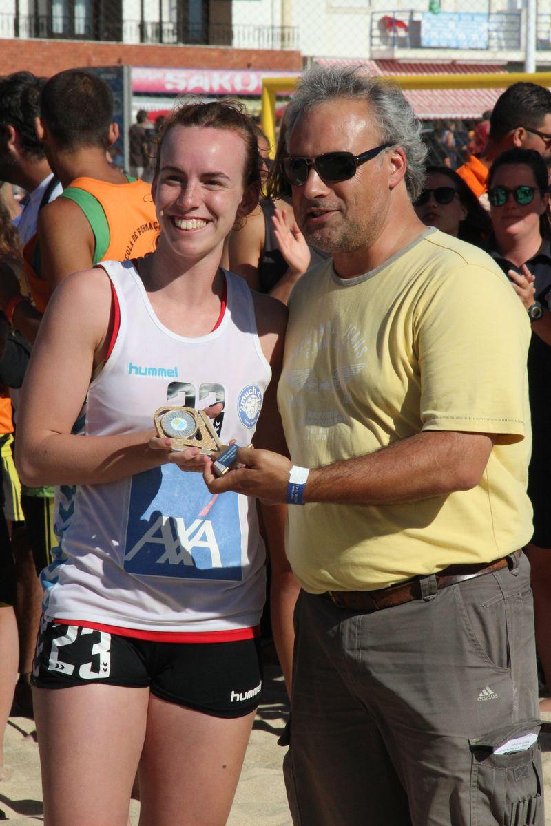 Melhor Jogadora Masters Femininas - Patricia Resende (2Much4You) - Fase Final Circuito Nacional de Andebol de Praia 2016 - foto: Luís Neves