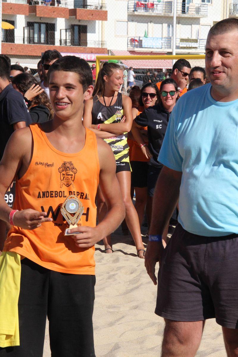Melhor Jogador Rookies Masculinos - Pedro Salvador (EFE Os Tigres) - Fase Final Circuito Nacional de Andebol de Praia 2016 - foto: Luís Neves