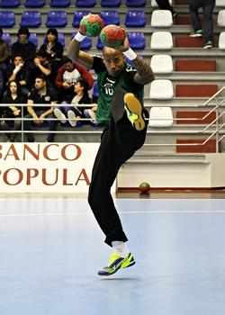 Alfredo Quintana - seleção - ao alto (foto Carolina Fontes)
