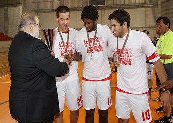 Henrique Silva entrega taça campeão nacional seniores 3 Div. ao SL Benfica